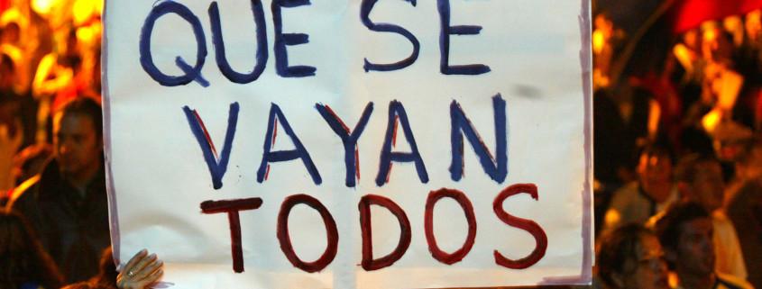QUITO-ECUADOR.- 2005/04/16 POLITICA, JUDICIAL. PROTESTAS CONTRA EL GOBIERNO DEL PRESIDENTE LUCIO GUTIERREZ. LA PROTESTA SE REALIZO EN LA TRIBUNA DE LOS SHYRIS. LA GENTE PIDE LA SALIDA DEL GOBIERNO, CONGRESO Y CORTES DEL PAIS. FOTO: PATRICIO TERAN A.