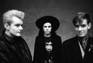 """Formación del disco Love. William """"Billy"""" Duffy, Ian AStbury y  Jamie Stewart Foto tomada de la página Facebook The Cult."""