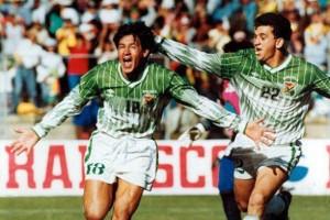 Ramallo festejando junto al actual DT boliviano: Julio C. Baldivieso