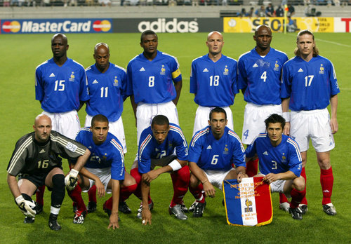 France team members pose ahead of their group A World Cup Finals match against Senegal in Seoul, May 31, 2002. [Defending world champions France and first-time participants Senegal kick off Asia's first World Cup Finals as 32 nations compete in the May 31 to June 30 football extravaganza in South Korea and Japan.]