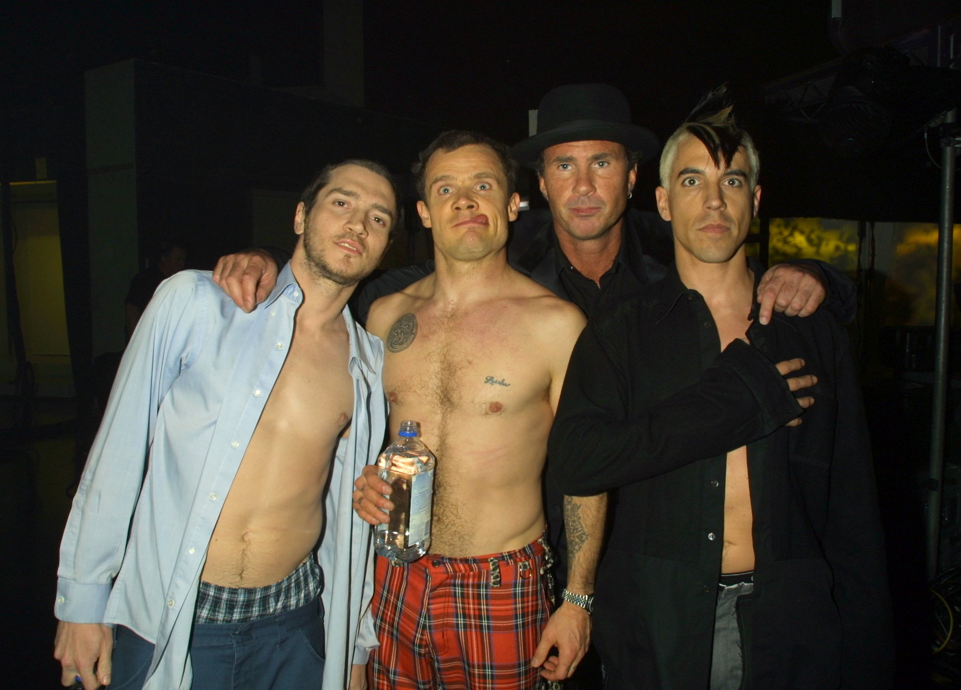 Red Hot Chili Peppers backstage during The 2000 My VH1 Music Awards at Shrine Auditorium in Los Angeles, California, United States. (Photo by KMazur/WireImage)