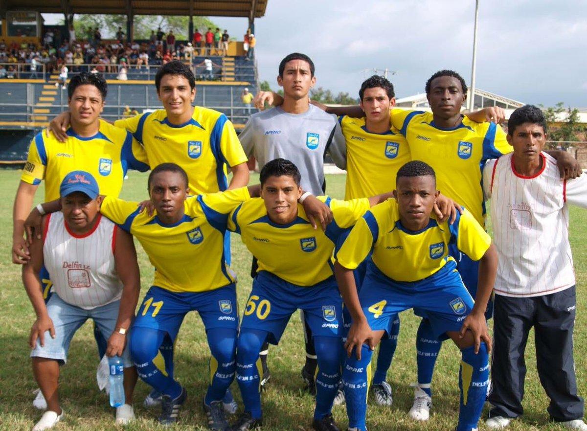 Delfín con 8 jugadores saltó al campo de juego y cayó ante el Halley de Jipijapa