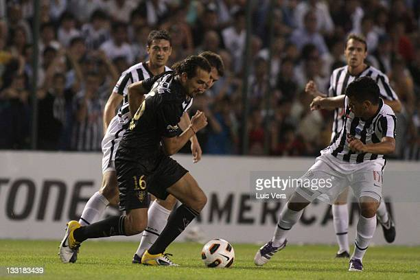 ASUNCION, PARAGUAY - NOVEMBER 17: Hernan Barcos, from Liga Universitaria de Quito, fights for the ball with William Mendieta, from Libertad, during a match between Liga Universitaria de Quito of Ecuador and Libertad of Paraguay as part the Bridgestone Copa Sudamericana 2011 at Nicolas Leoz Stadium on November 17, 2011 in Asuncion, Paraguay. (Photo by Luis Vera/LatinContent via Getty Images)
